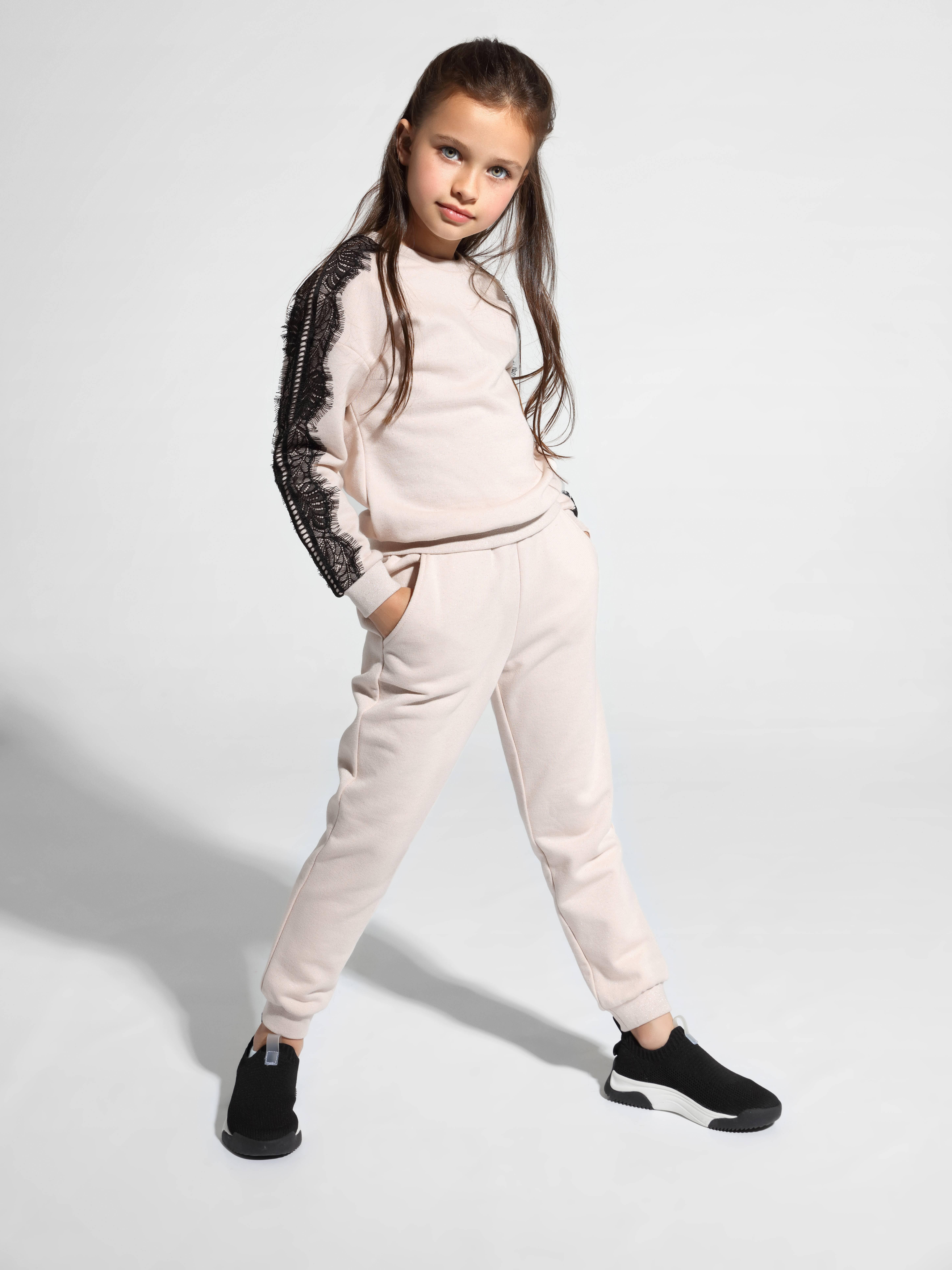 Фото 2 - Брюки для девочки ⭐️ Джоггеры MINI ORA с легким мерцанием люрекса ⭐️ цвет shiny black